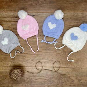 כובע לב סרוג לתינוק מידות NB-6 חודשים  עם קשירה